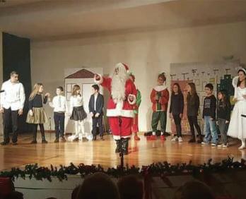 Η θεατρική παράσταση «Πρωτοχρονιάτικος παιχνιδοπόλεμος» την Παρασκευή 28 Δεκεμβρίου στο Πολύκεντρο στη Μυρτιά